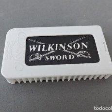 Antigüedades: HOJAS DE AFEITAR - WILKINSON SWORD CLASSIC - CAJITA COMPLETA CON 7 HOJAS. Lote 135436718