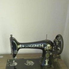 Antigüedades: AUTÉNTICA SINGER MANFC. CO. TRADE MARK. FUNCIONA F1046413. Lote 135441298