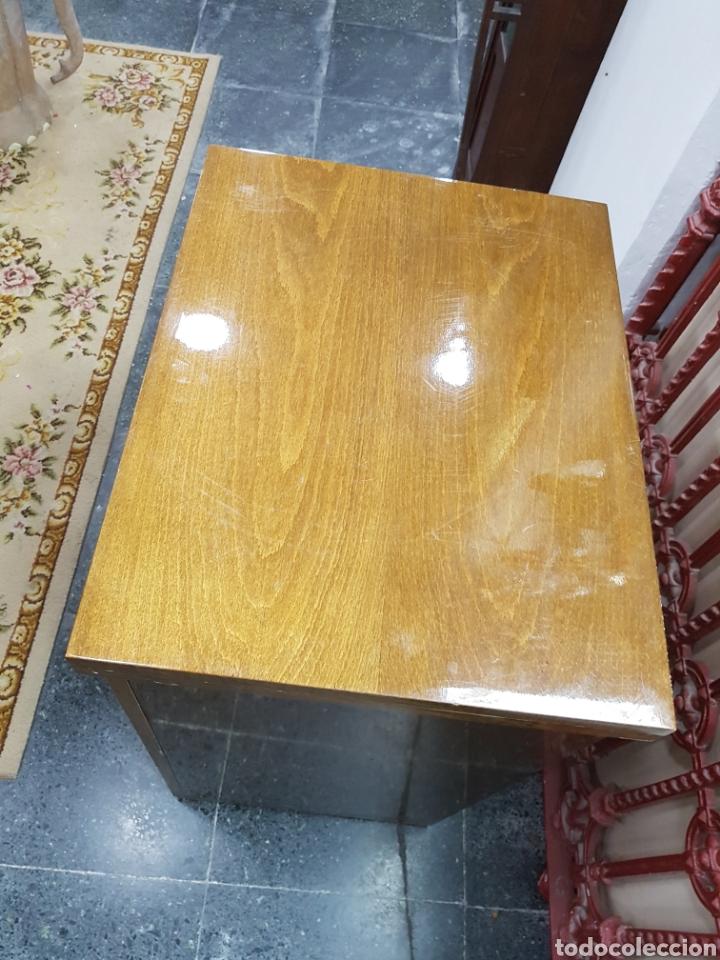 Antigüedades: Máquina de coser Singer en mueble plegable - Foto 13 - 135443887