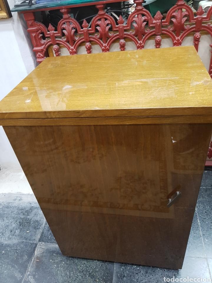 Antigüedades: Máquina de coser Singer en mueble plegable - Foto 15 - 135443887