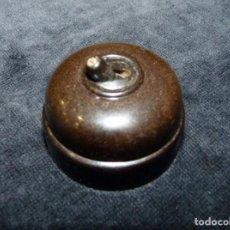 Antigüedades: ANTIGUO INTERRUPTOR DE BAQUELITA BJC. 4,3 CM.. Lote 135546950