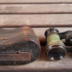 Antigüedades: MUY ANTIGUOS BINOCULARES PARA OPERA, TEATRO,... EN SU FUNDA ORIGINAL. Lote 135600298