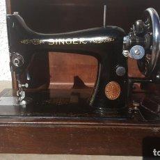 Antigüedades: MAQUINA DE COSER ANTIGUA SINGER 1947. Lote 135604982