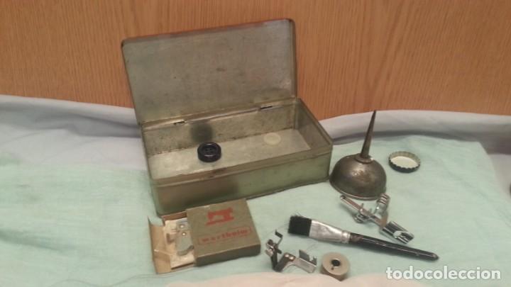 Antigüedades: Accesorios máquina WERTHEIM. Caja original y varias piezas. - Foto 4 - 135669783