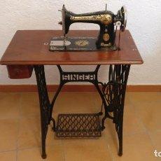 Antigüedades: MÁQUINA DE COSER SINGER. Lote 135752562