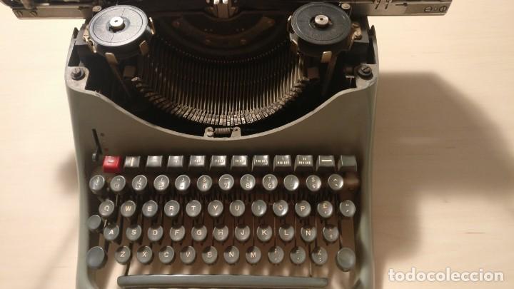 Antigüedades: Máquina de escribir Hispano Olivetti Lexicon 80 - Foto 2 - 135753202