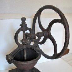 Antigüedades: MOLINILLO DE CAFÉ DE RUEDA LATERAL, MARCA ELMA, MODELO 1. ESPAÑA. CA. 1920/30. Lote 135788282