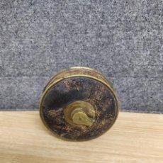 Antigüedades: METRO, ANTIGUA CINTA MÉTRICA DE 10 METROS REMATADA EN CUERO.THE UNIVERSAL RINDER. Lote 135872858