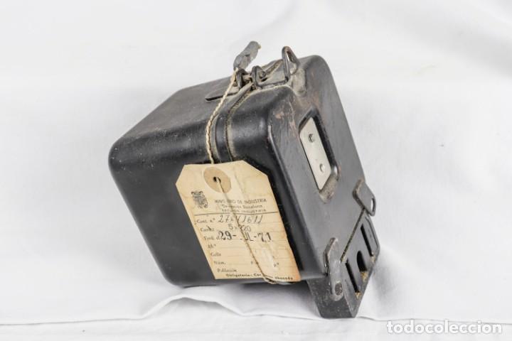 Antigüedades: contador eléctrico - Foto 2 - 135876498