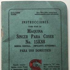 Antigüedades: CATÁLOGO DE INSTRUCCIONES PARA USAR LA MÁQUINA SINGER PARA COSER N° 15K88 - AÑO 1932. Lote 135906386