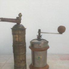 Antigüedades: LOTE CON 2 MOLINOS ANTIGUOS Y RAROS PEUGEOT Y OTOMANO !!!!. Lote 135907846