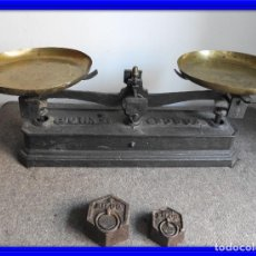 Antigüedades: BALANZA DE HIERRO CON DOS PESAS. Lote 136030334