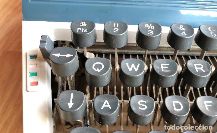 Antigüedades: Maquina de escribir Erika , con su Maletín de transporte. - Foto 5 - 120039403