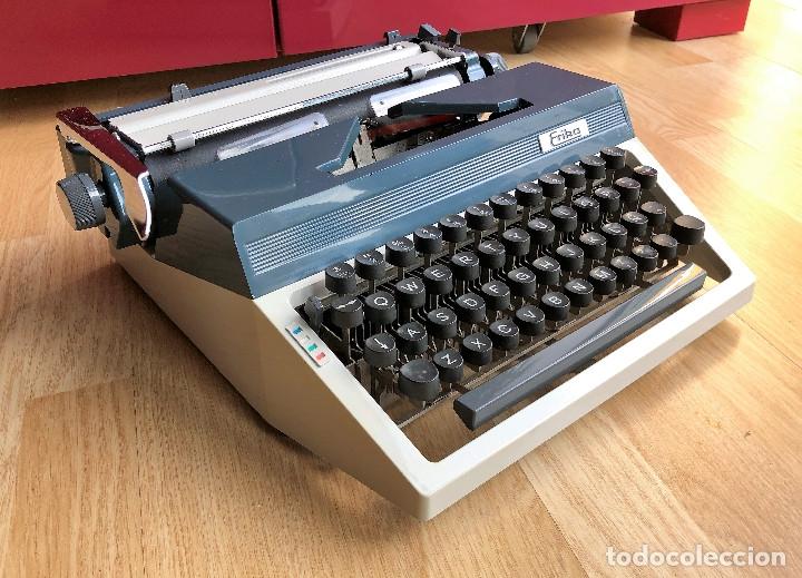 Antigüedades: Maquina de escribir Erika , con su Maletín de transporte. - Foto 6 - 120039403