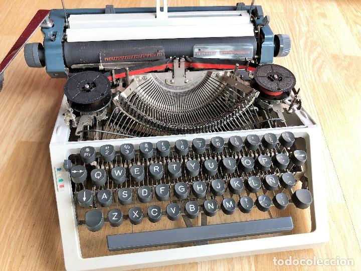 Antigüedades: Maquina de escribir Erika , con su Maletín de transporte. - Foto 8 - 120039403