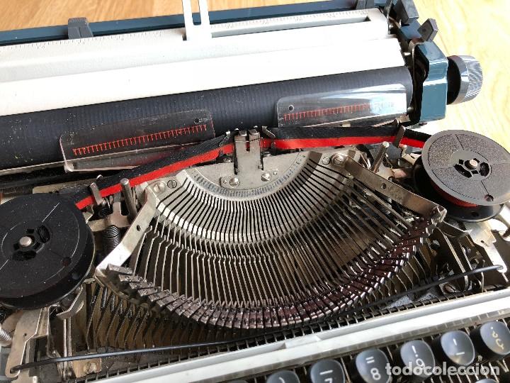 Antigüedades: Maquina de escribir Erika , con su Maletín de transporte. - Foto 9 - 120039403
