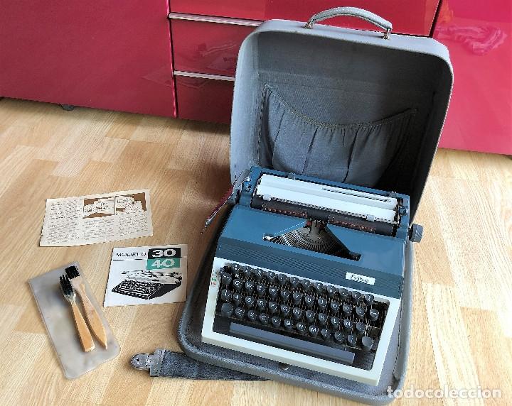 Antigüedades: Maquina de escribir Erika , con su Maletín de transporte. - Foto 13 - 120039403