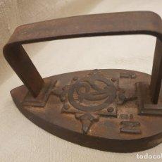 Antigüedades: PLANCHA ANTIGUA DE HIERRO CARBÓN CV N5 , FRANCIA. Lote 136226830