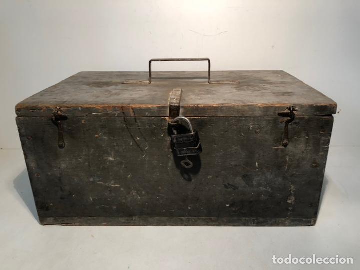 CAJA DE HERRAMIENTAS DE MADERA ANTIGUA. (Antigüedades - Técnicas - Herramientas Antiguas - Otras profesiones)