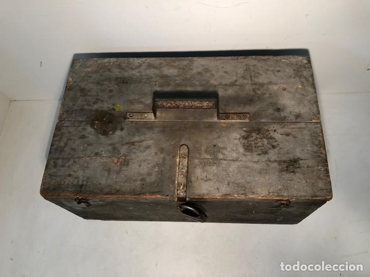 Antigüedades: CAJA DE HERRAMIENTAS DE MADERA ANTIGUA. - Foto 3 - 136377366