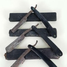 Antigüedades: CONJUNTO DE NAVAJAS DE AFEITAR. ACERO Y CELULOSA. FUNDAS ORIGINALES. SIGLO XIX-XX.. Lote 136442066