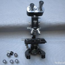 Antigüedades: ANTIGUO MICROSCOPIO BINOCULAR MODELO ' CAJAL 689 ' DELOS 40'S ? - 7 LENTES - LABORATORIO OPTICA. Lote 136499434
