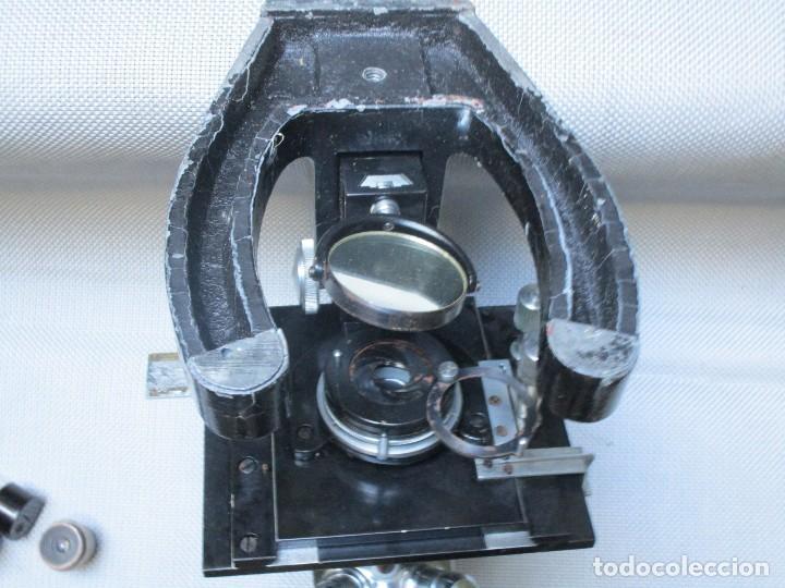Antigüedades: ANTIGUO MICROSCOPIO BINOCULAR MODELO ' CAJAL 689 ' DELOS 40'S ? - 7 LENTES - LABORATORIO OPTICA - Foto 3 - 136499434