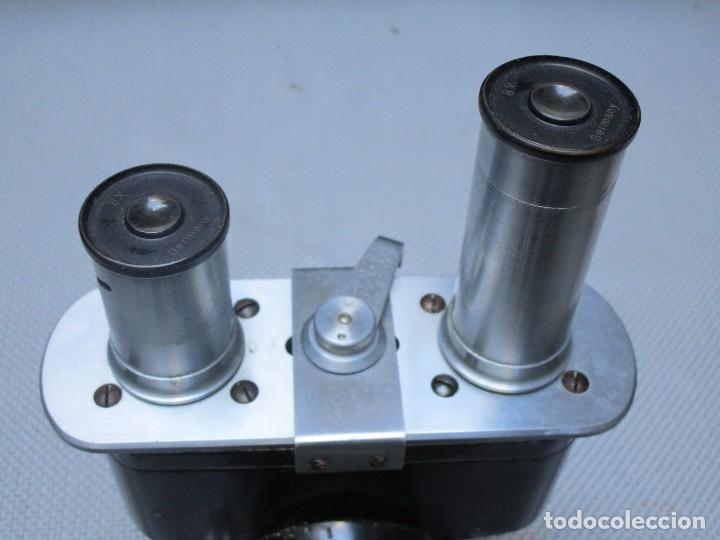 Antigüedades: ANTIGUO MICROSCOPIO BINOCULAR MODELO ' CAJAL 689 ' DELOS 40'S ? - 7 LENTES - LABORATORIO OPTICA - Foto 5 - 136499434