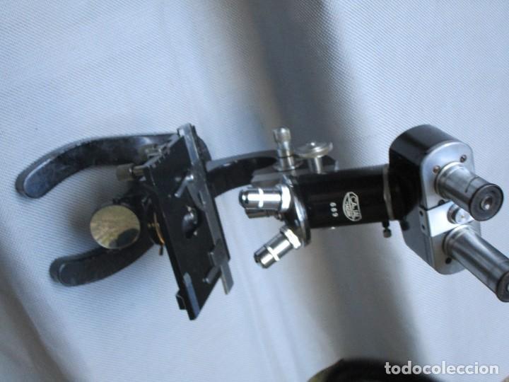 Antigüedades: ANTIGUO MICROSCOPIO BINOCULAR MODELO ' CAJAL 689 ' DELOS 40'S ? - 7 LENTES - LABORATORIO OPTICA - Foto 10 - 136499434