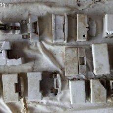 Antigüedades: 17 FUSIBLES CON SU PORTAFUSIBLE DE PORCELANA DE DISTINTOS TAMAÑOS Y FORMA. Lote 136502542