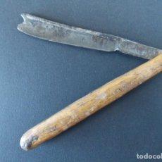 Antigüedades: ANTIGUA NAVAJA DE AFEITAR - RUSTICA - MANGO DE MADERA - VER FOTOS... A150. Lote 136693714