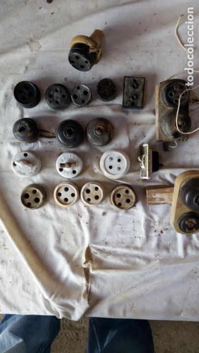 Antigüedades: LOTE DE ENCHUFES YLLAVEW DE LUCES DE PORCELANA Y BAQUELITA - Foto 2 - 136744334
