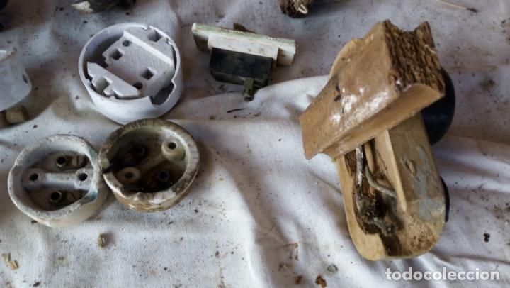 Antigüedades: LOTE DE ENCHUFES YLLAVEW DE LUCES DE PORCELANA Y BAQUELITA - Foto 10 - 136744334