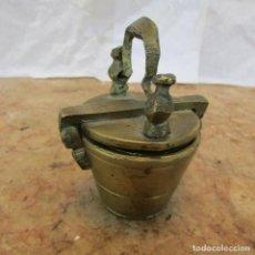 Antigüedades: CINCO PESAS PONDERALES EN VASO ANIDADO. BRONCE. ANTIGUO. MISMO JUEGO. Lote 136777022