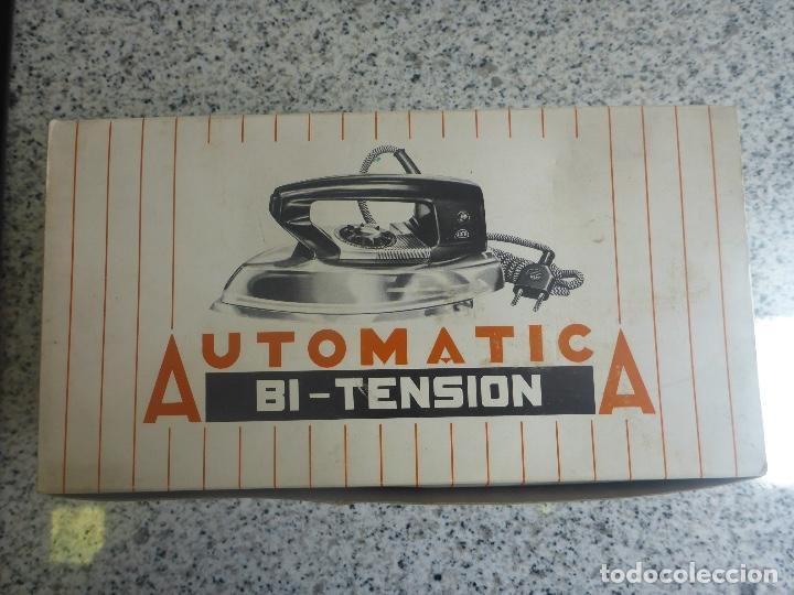 Antigüedades: Plancha Jata 556 Bi Tensión (220/120) con caja. Vintage Años 60. Impecable. - Foto 2 - 137106434