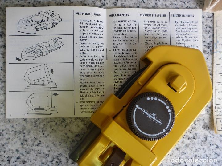 Antigüedades: Plancha viaje plegable Magefesa P11. Caja, funda y accesorios. Bitension. Años 70. Impecable. - Foto 5 - 137111126