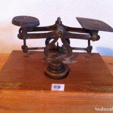 Antigüedades: OFERTON BONITA BALANZA PESACARTAS GEORGIANA DEL 1915 DE 16X10 CM CON SUS PESAS (BP 10D). Lote 137132238