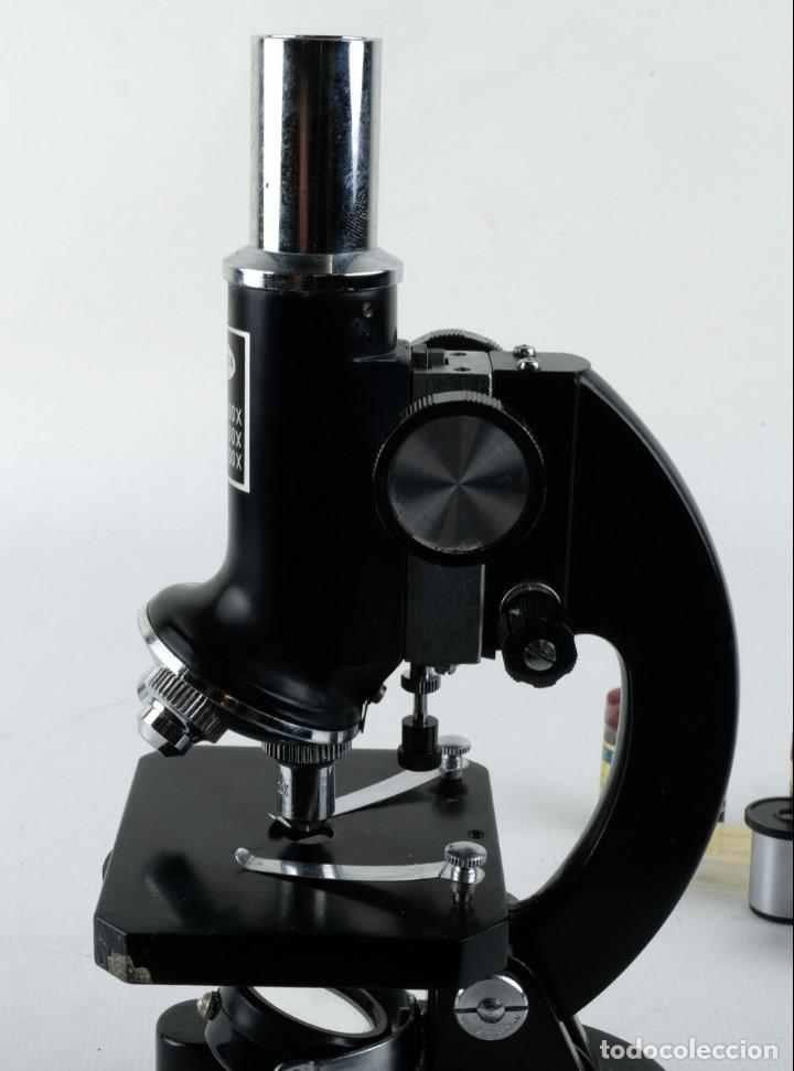 Antigüedades: Microscopio Favila con accesorios en su estuche años 80 - Foto 2 - 137143206