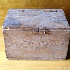 Antigüedades: ANTIGUA CAJA DE HERRAMIENTAS DE MADERA.. Lote 137244754