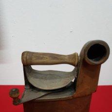 Antigüedades: PLANCHA HIERRO VINTAGE CON CHIMENEA. Lote 137303588