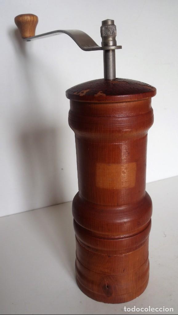 Antigüedades: MOLINILLO DE CAFÉ CILÍNDRICO DE ESTILO ITALIANO, REALIZADO EN MADERA Y METAL. ALEMANIA 1950/60 - Foto 3 - 137309054