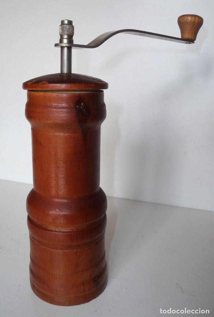 Antigüedades: MOLINILLO DE CAFÉ CILÍNDRICO DE ESTILO ITALIANO, REALIZADO EN MADERA Y METAL. ALEMANIA 1950/60 - Foto 4 - 137309054