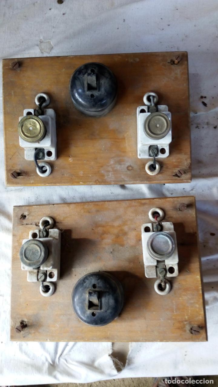 2 ANTIGUOS CUADROS ELÉCTRICOS CON 2 INTERRUPTORES DE BAQUELITA IGUAL Y 4 FUSIBLES DE PORCELANA Y LAT (Antigüedades - Técnicas - Herramientas Profesionales - Electricidad)