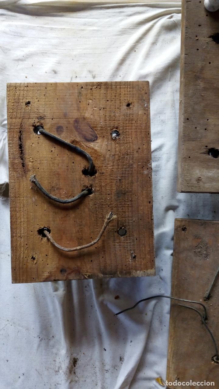 Antigüedades: 2 ANTIGUOS CUADROS ELÉCTRICOS CON 2 INTERRUPTORES DE BAQUELITA IGUAL Y 4 FUSIBLES DE PORCELANA Y LAT - Foto 6 - 137436270