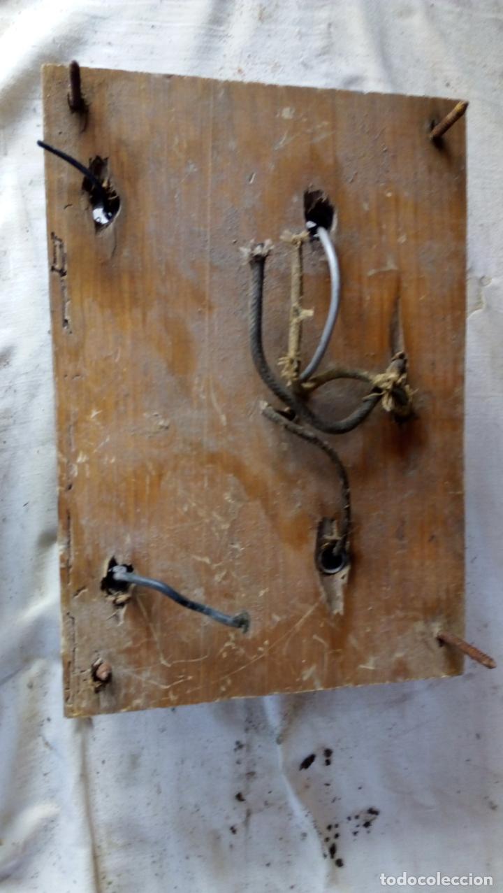 Antigüedades: 2 ANTIGUOS CUADROS ELÉCTRICOS CON 2 INTERRUPTORES DE BAQUELITA IGUAL Y 4 FUSIBLES DE PORCELANA Y LAT - Foto 8 - 137436270