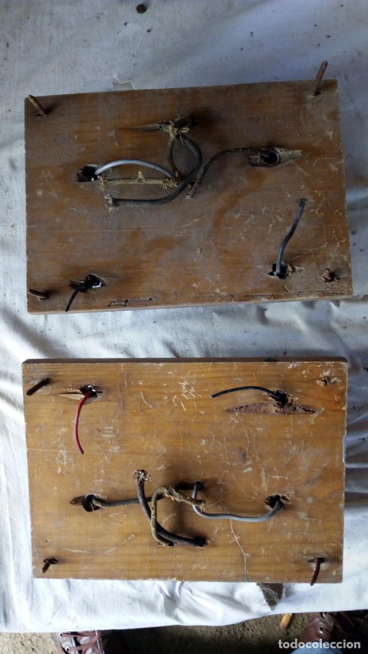 Antigüedades: 2 ANTIGUOS CUADROS ELÉCTRICOS CON 2 INTERRUPTORES DE BAQUELITA IGUAL Y 4 FUSIBLES DE PORCELANA Y LAT - Foto 9 - 137436270