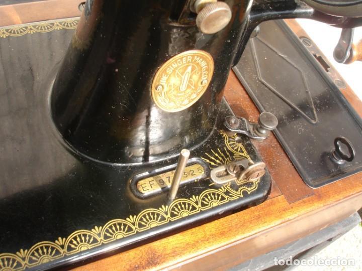 Antigüedades: MAQUINA DE COSER SINGER 15k, CON DISEÑO RAF, FUNCIONA Y COSE, AÑO SEPTIEMBRE 1950 - Foto 6 - 137515890