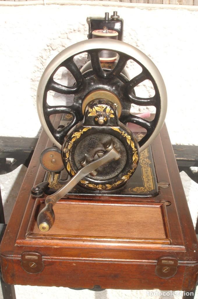 Antigüedades: PRECIOSA Y ANTIGUA MAQUINA DE COSER, SINGER, MODELO 28K, AÑO MARZO 1903, - Foto 3 - 137523870