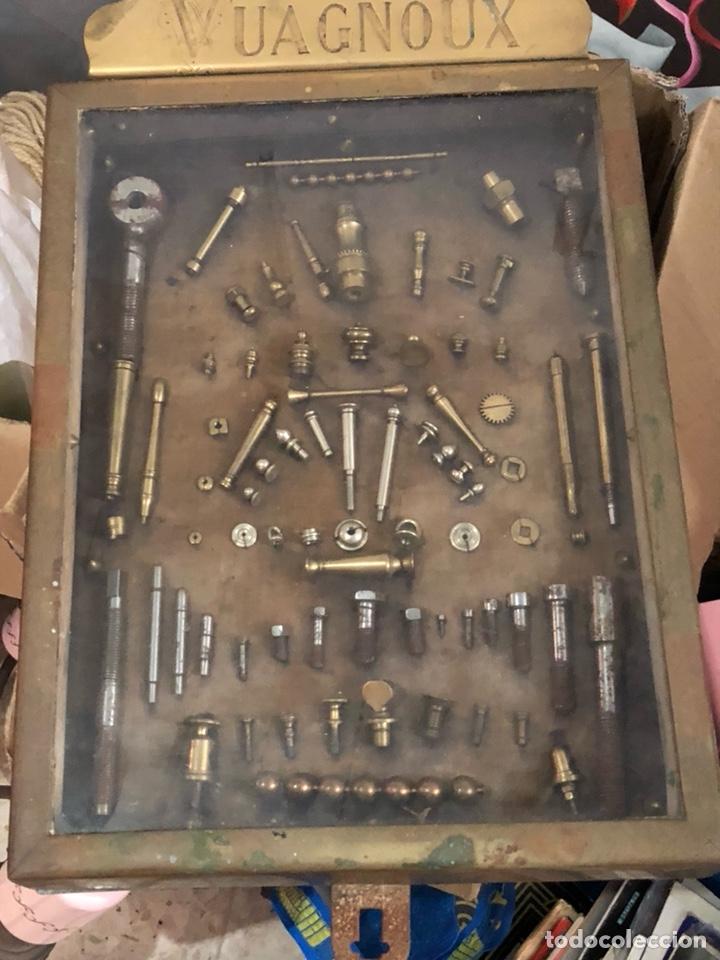 Antigüedades: Magnifico muestrario de tornilleria y herramientas siglo XIX - Foto 2 - 137569941