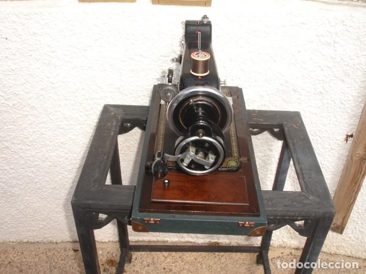 Antigüedades: ANTIGUO Y HERMOSO MAQUINA DE COSER, MARCA CWS, FEDERATION, FUNCIONA Y COSE, AÑO C.1920s - Foto 9 - 137630498